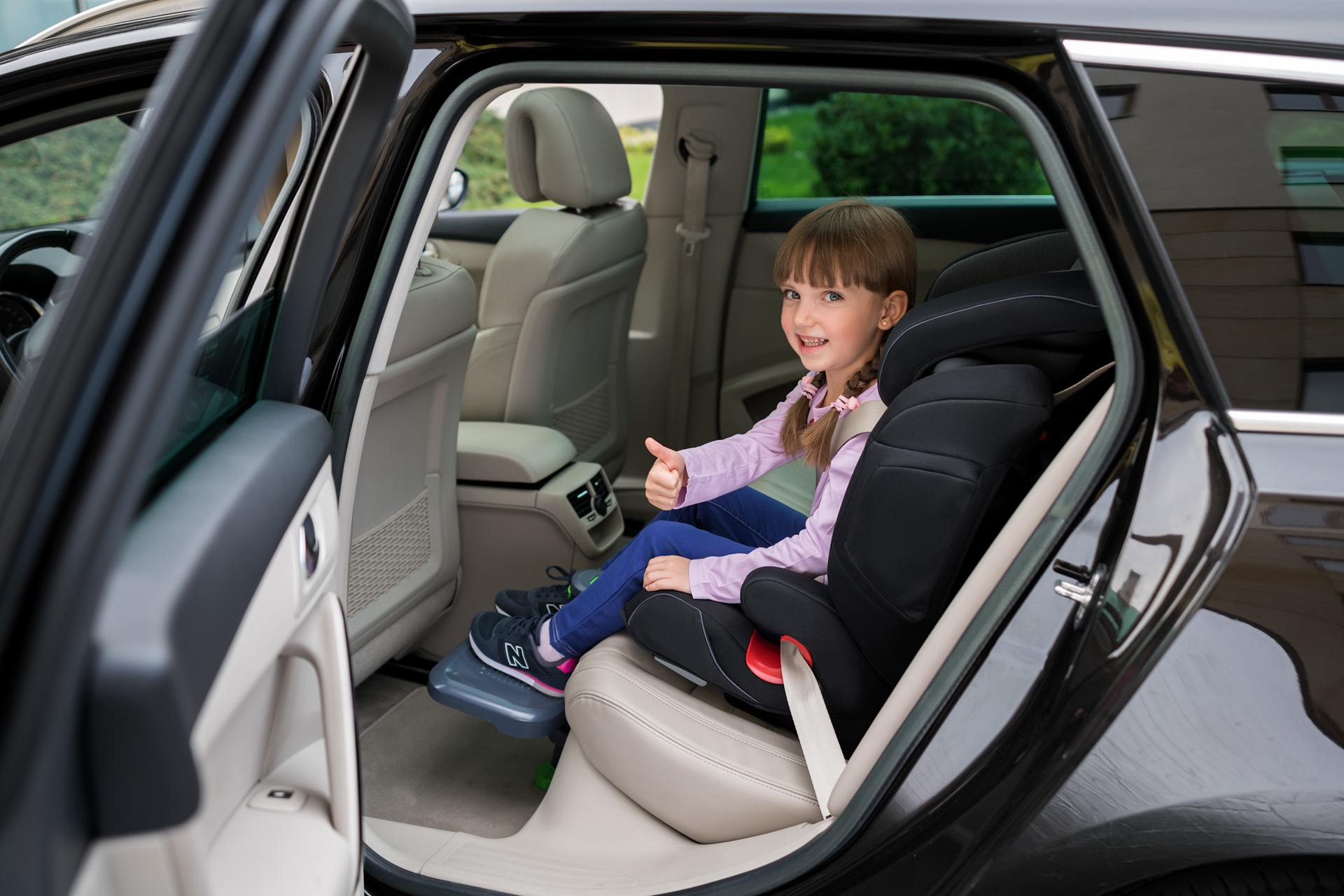 KneeGuardKids - Car seat footrest